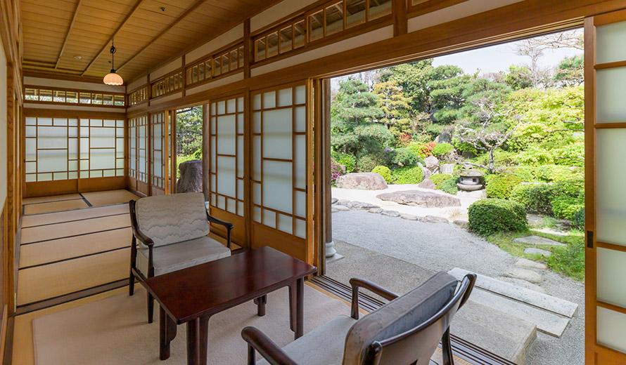 画像:客室と庭園